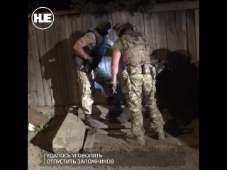 В Красноярске мужчина взял в заложники всю свою семью
