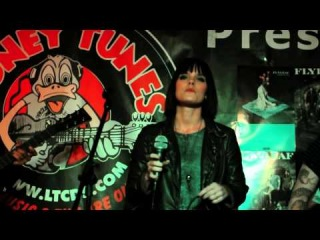 Flyleaf - All Around Me (acoustic) @ Looney Tunes