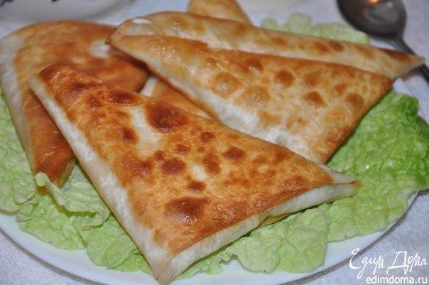 Армянские пирожки. Нет ничего проще чем приготовить эти замечательные и сытные пирожки. Все что вам понадобится это армянский лаваш, сыр и ветчина. Смотреть полностью...