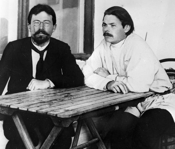 Горький познакомился с Чеховым в 1899 году в Ялте Между писателями завязалась дружба, она продолжалась вплоть до смерти Антона Павловича в 1904 году. Мне очень часто приходилось слышать от него: