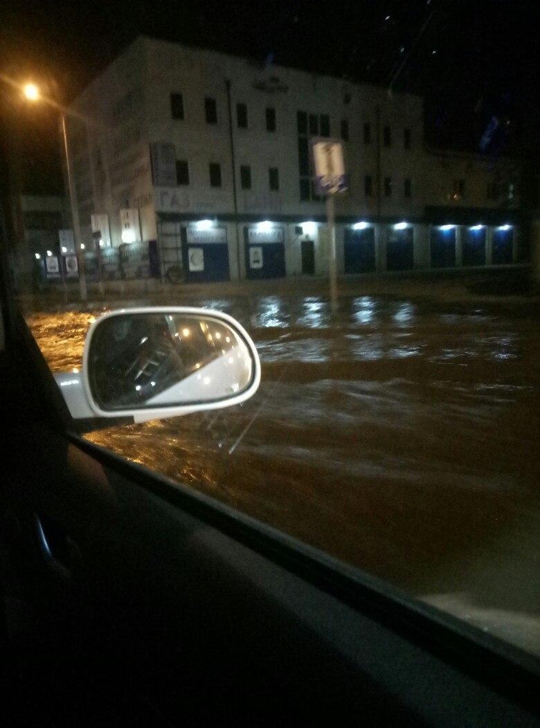 В Харькове затопило целую улицу