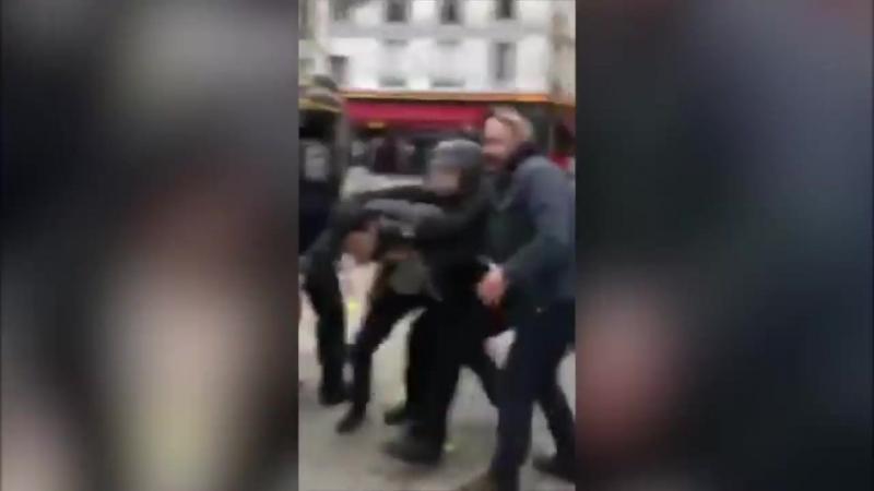 Alexandre Benalla, un proche conseiller du président, a été filmé en train de frapper un manifestant