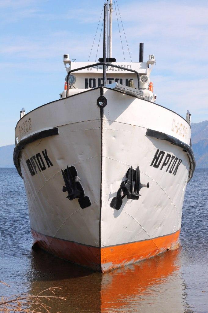 Корабль через Телецкое озеро