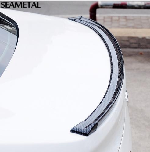 Универсальный гибкий спойлер стилизованный под карбон
