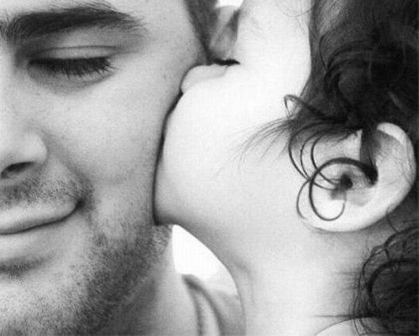 Когда рождается сын, то мужчина становится отцом. А когда дочка – папулечкой))