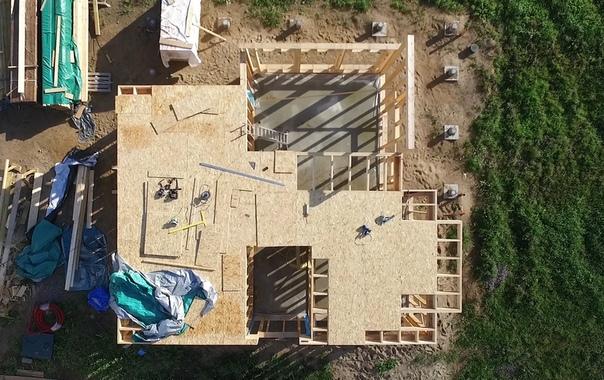 Каркасный дом #ультрасип_оранжерейка , монтируем межэтажное перекрытие с балками из LVL-бруса сечением 51х300 👍👌
