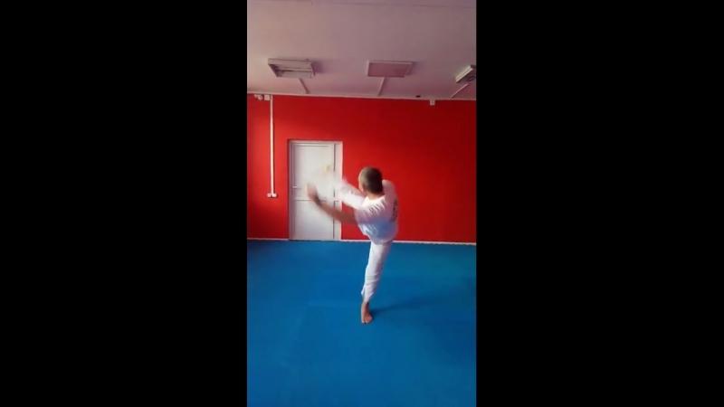 Григорий Милованов, хук ногой по теннисному мячу