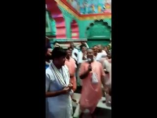 Шрипад БВ Шридхар Махарадж - 13.07.2018, арати в храме парам-гурудева и киртан (Пури)