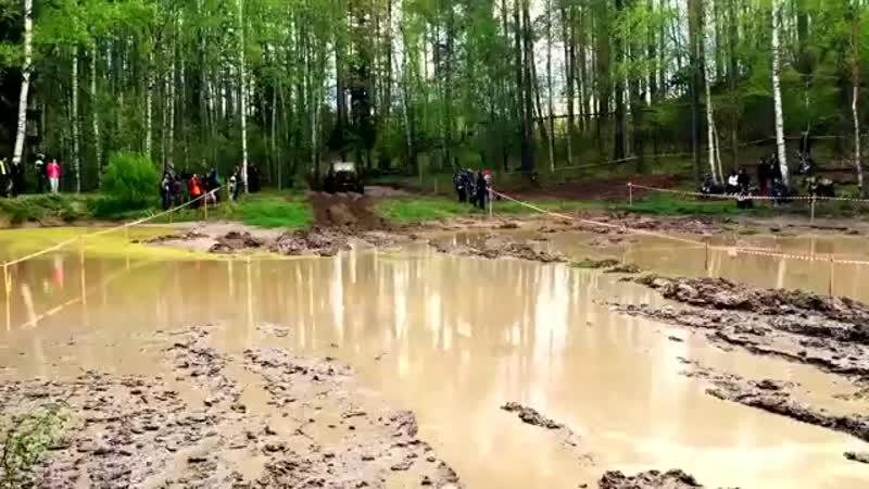 Гонки 4*4 по грязи бездорожью