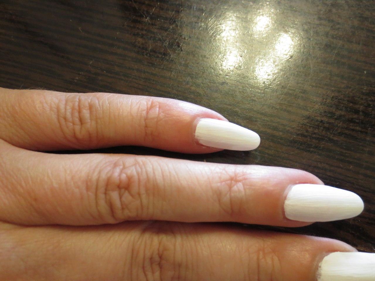 белые ногти матовые фото
