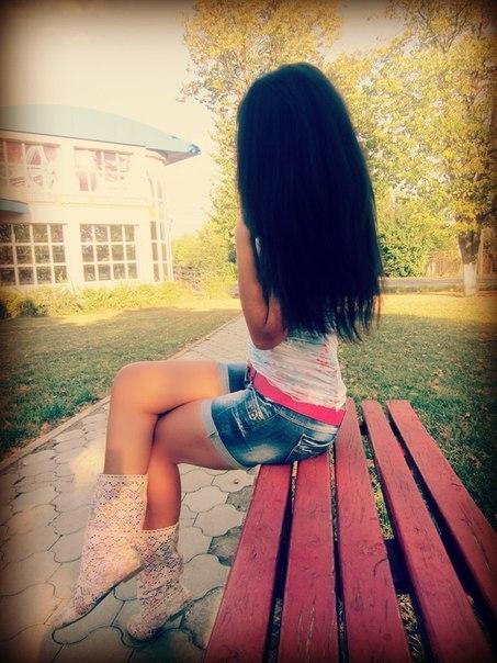 Фото для одноклассников девушки брюнетки со спины на аву