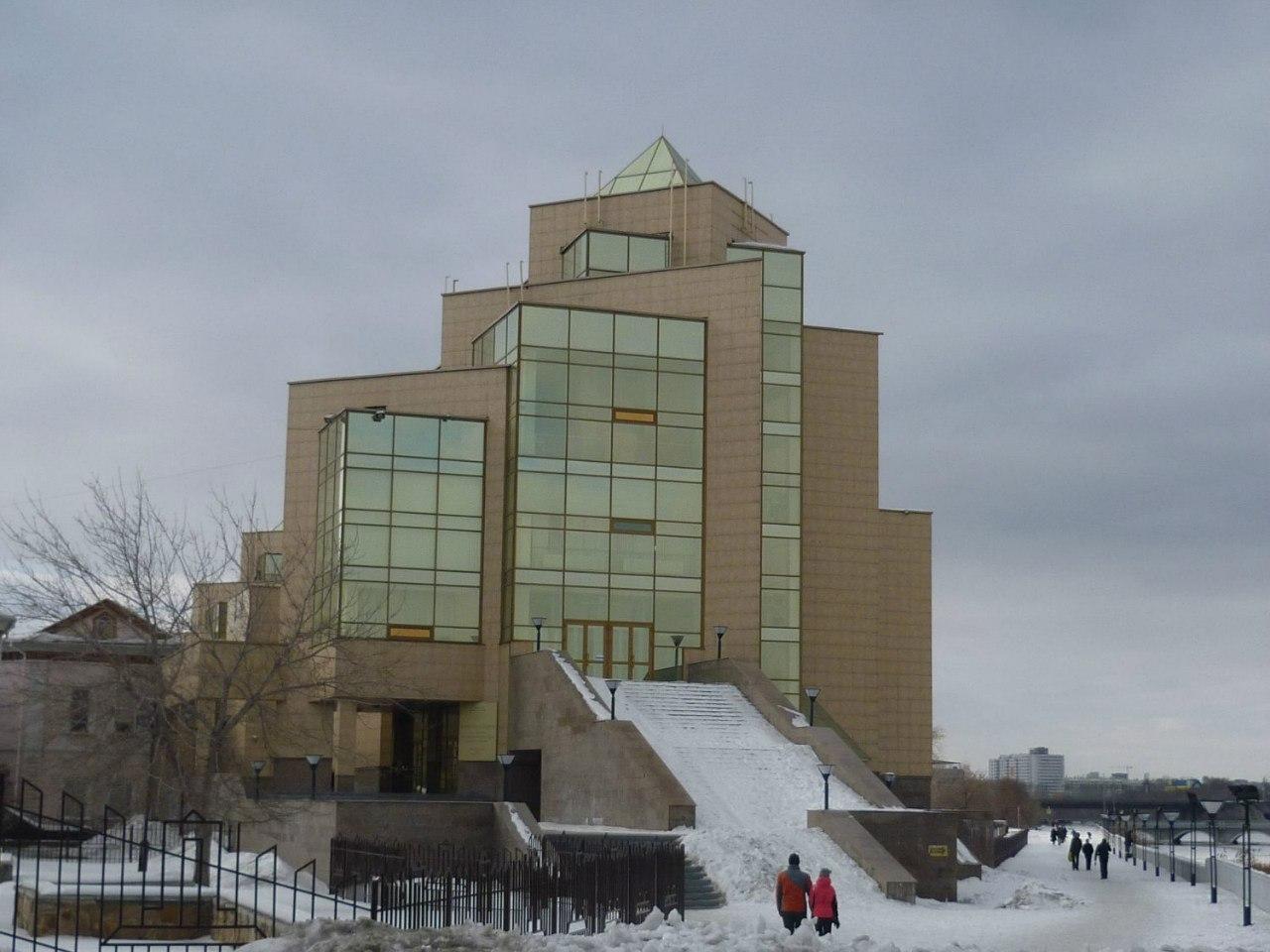 Здание музея (05.03.2014)