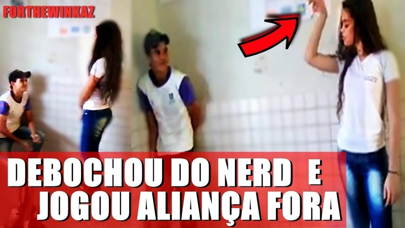 Menino faz pedido de namoro na escola e ACABA sendo 'HUMILHADO' pela garota !