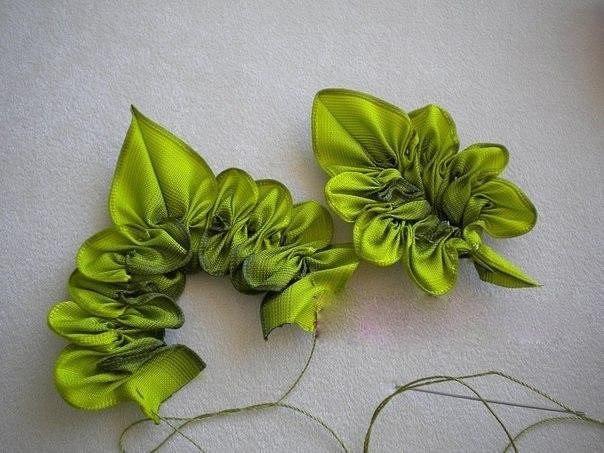 Цветы и листья из атласной лента своими руками