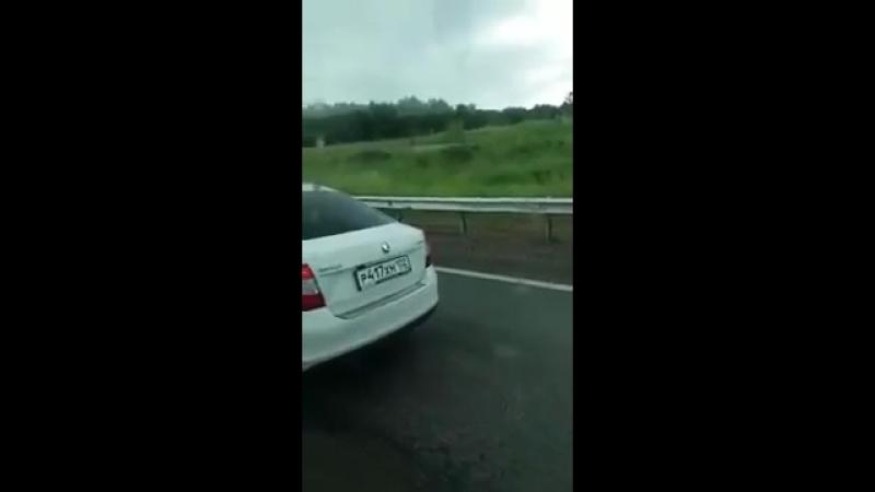 На трассе Уфа Стерлитамак грузовик влетел в дорожную службу 12 06 2018г