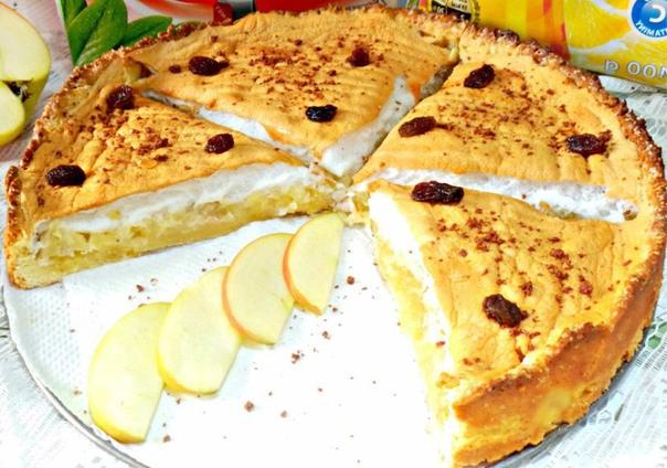 Очень вкусный, нежный яблочный пирог с безе)