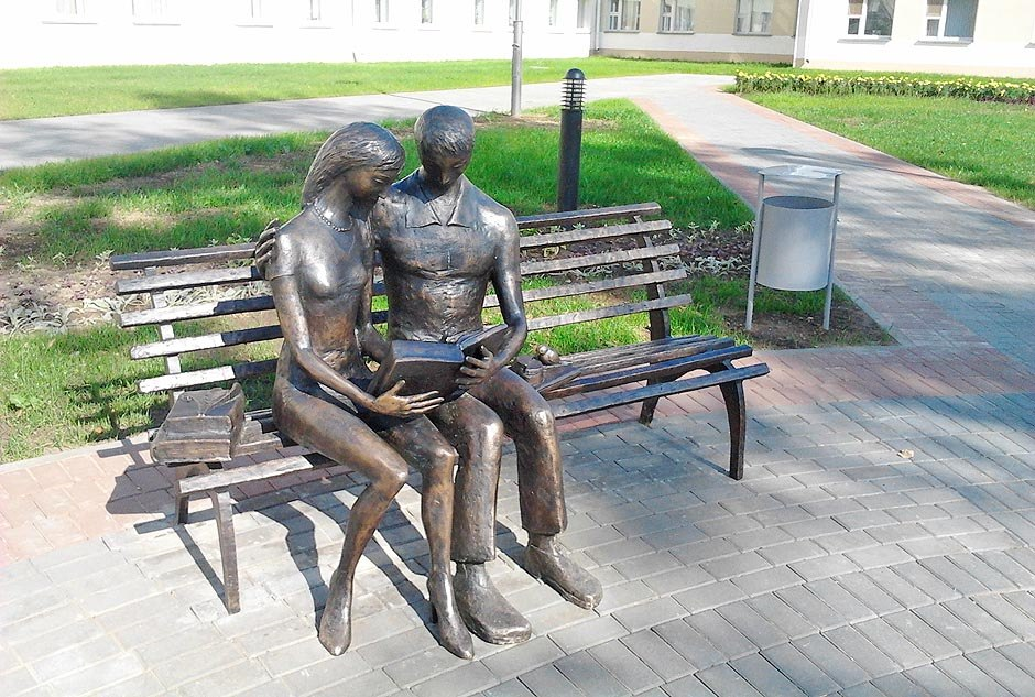 Скульптурная кампазіцыя, прысвечаная студэнтам. Фота: horki.info.