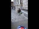 Девушка у кафедрального собора города Гирона