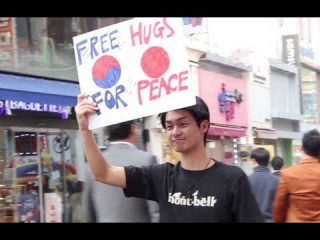 Free Hugs for the East Asian Peace (日本人が東アジアでフリーハグをしてみた)