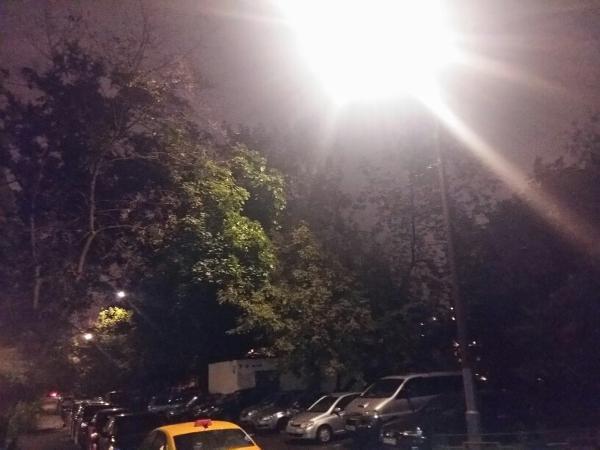 Во дворе на Бибиревской вновь стало светло по вечерам