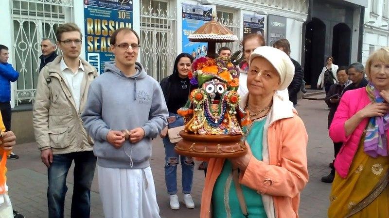2018 04 21 Харинама с Господом Патита Павана Джаганнатхом на Арбате часть 2
