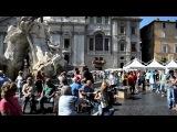 Рим. Уличные артисты. Девушка с аккордеоном. Италия 2011.