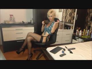 Взрослая сучка сексуально курит перед камерой (Эротика со зрелыми женщинами, mature, MILF, Мамки, XXX)(hotmoms_18plus)