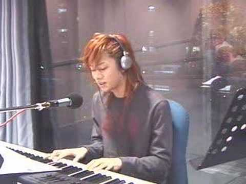 Super Junior(hee chul) playing the paino and singing