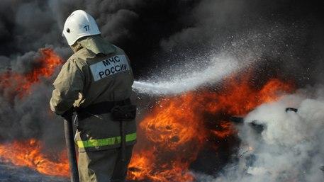 В Исправной загорелся жилой дом и хозпостройка