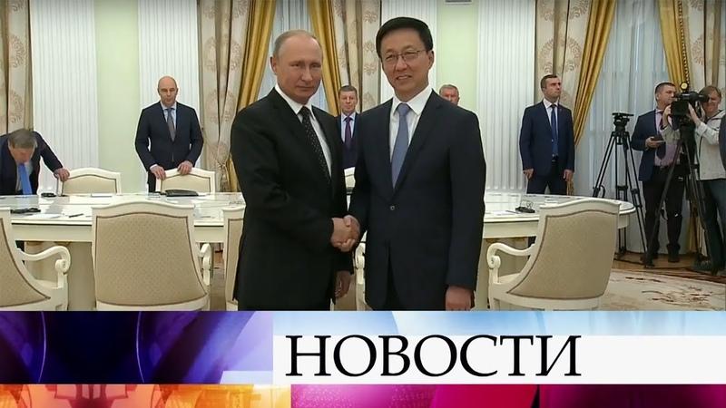 В.Путин обсудил с вице-премьером Госсовета КНР Хань Чжэном развитие диалога между Россией и Китаем.