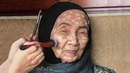 Du wirst nicht glauben, wie sich die 93-jährige Frau verändert, nachdem sie Make-up trägt!