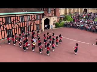 The band of the royal regiment of scotland celebrated the arrival of the duke and duchess .mp4