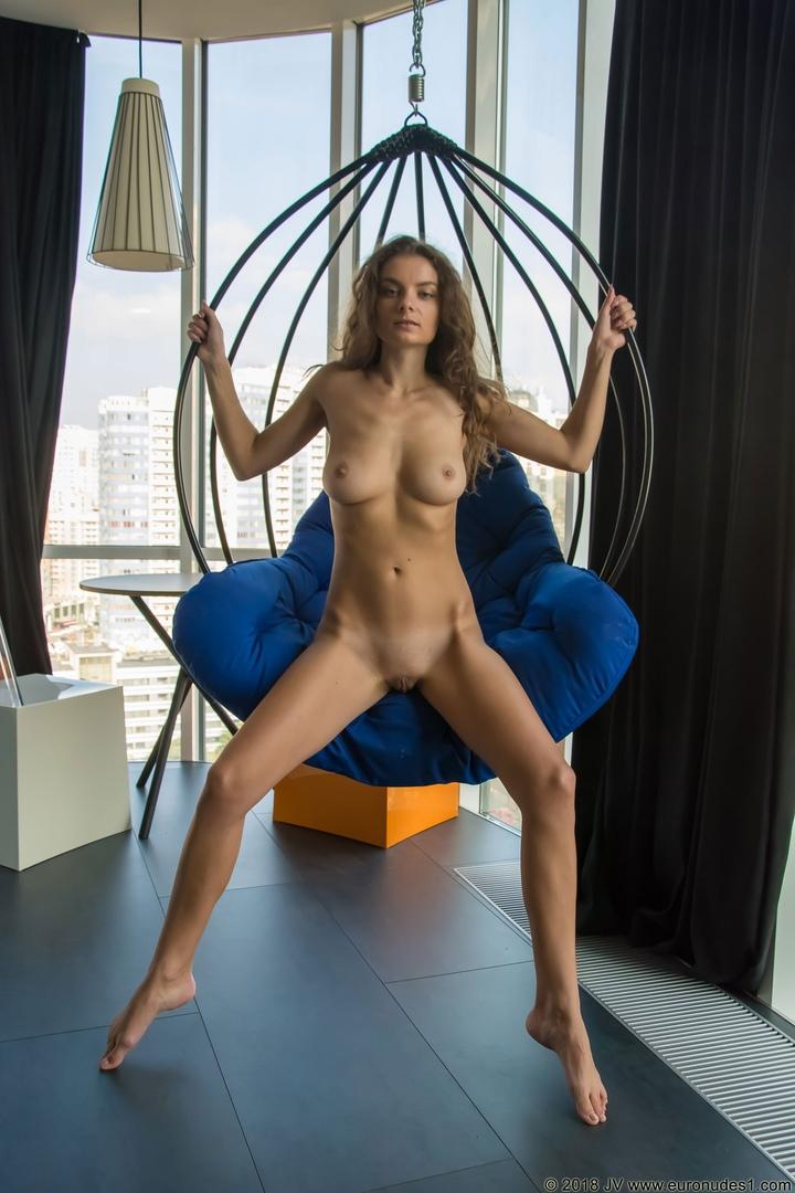 Hot babe masterbate her vagina on cam