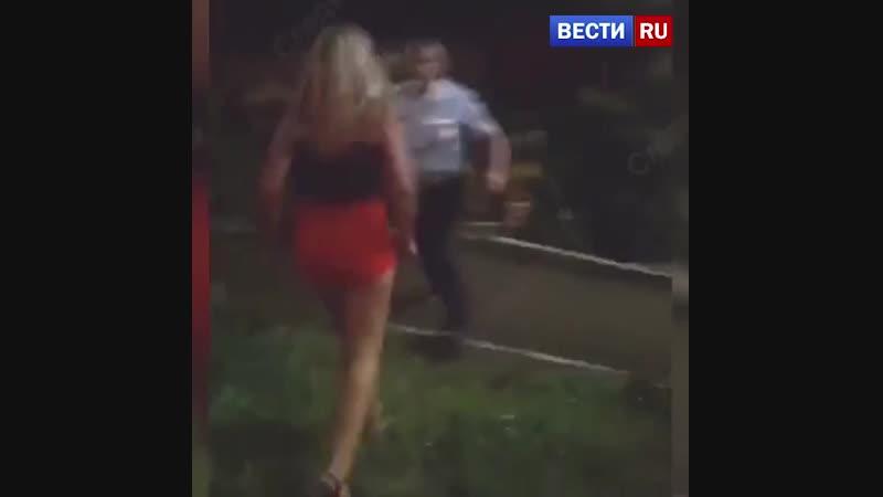 Женщина, напавшая на полицейских в Саратове, отделалась штрафом в 100 тысяч