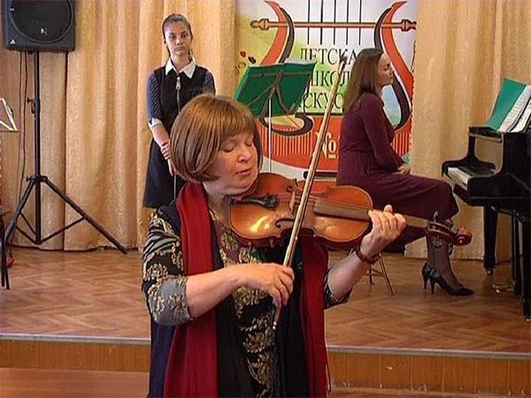 Мэтр Московской консерватории провела в Курске мастер-класс по скрипке