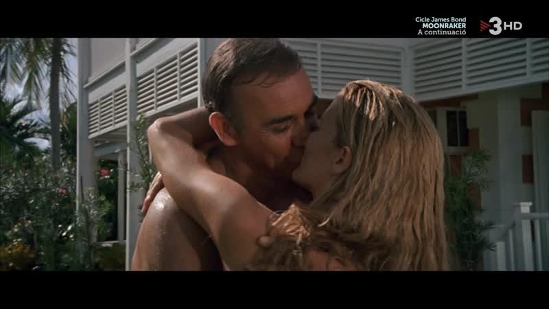 007 Nunca digas nunca jamás (1983) Never Say Never Again sexy escene 16