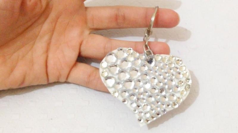 Chaveiro com Strass de Coração e Papel EVA - Artesanato DIY