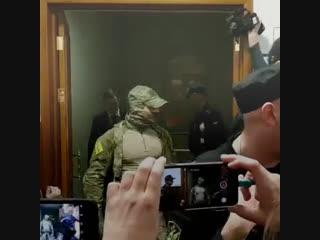 Сенатора Арашукова доставили в суд