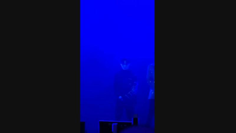 181112 Цай Сюйкунь сегодня на конференции в честь альбома 《TO THE NINES 》