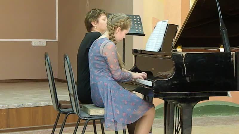 Полина на конкурсе с преп. Колобовой Л. Н.