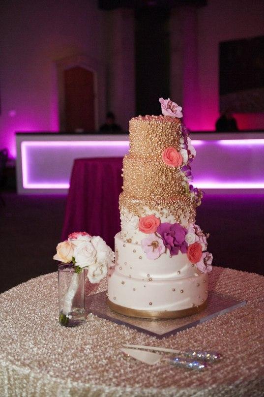 3uNa9QTRIis - Золотые и серебряные свадебные торты 2016 (70 фото)