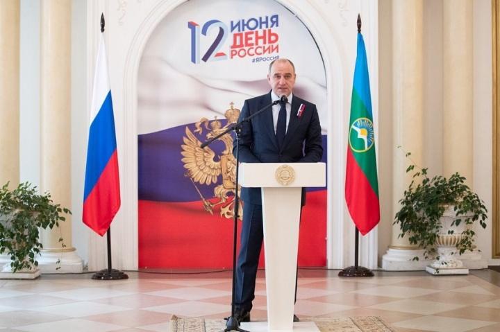 Темрезов вручил госнаграды и присвоил почетные звания жителям КЧР
