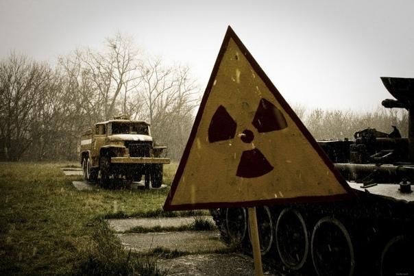 физики-ядерщики шутят: к лицам, проживающим в радиусе 20 км от места аварии обращаться с приставкой фон, в радиусе 10 км — ваша светлость, в радиусе 5 км –ваше