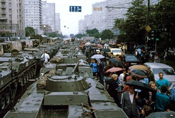 Бронетехника в Москве, август 1991.
