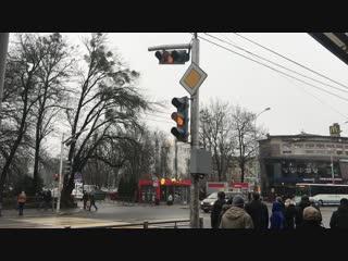 На Советском проспекте заработал светофор у здания УМВД