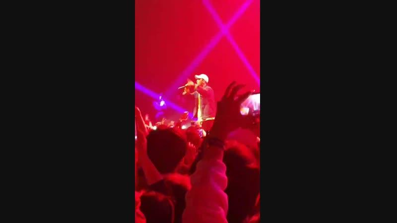 (18.12.18) Сынни на концерте Алана Уокера в Сеуле