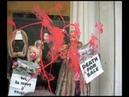 ПЕТА атакует бутик Жана-Поля Готье / PETA Takes Over Jean-Paul Gaultier Boutique in Paris