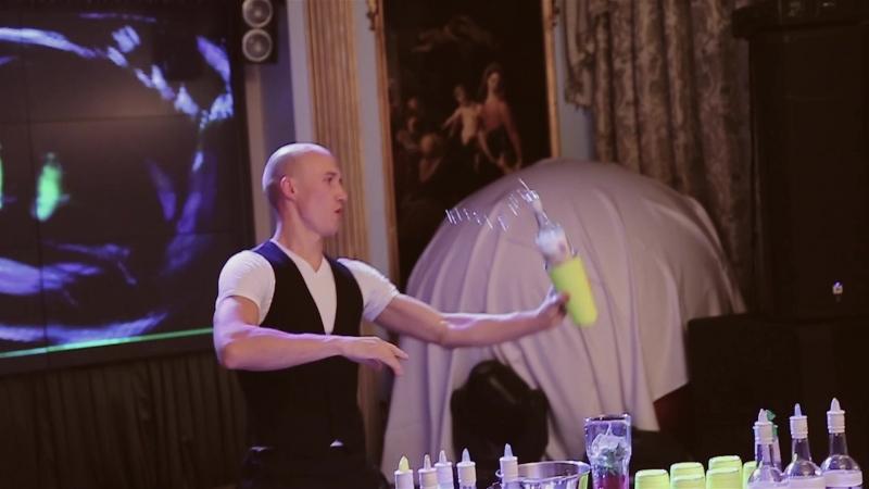 Бармен шоу, коктель бар, пирамида из бокалов Источник: vlubleny.ru/nashi-uslugi/svadebnyj-kejtering/barmen-shou-koktel-ba