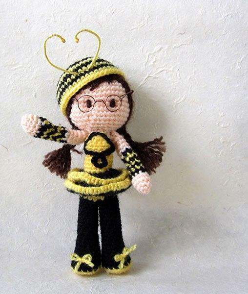 Кукла-пчела (2 фото) - картинка