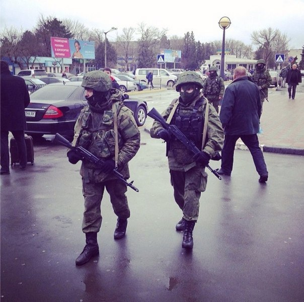 التصعيد العسكري الروسي بشبه جزيرة القرم الأوكرانية  I-NvHndqdHo